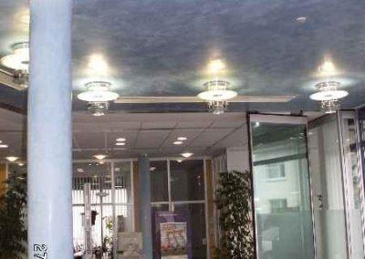 Spachteltechnik an Schallterdecke und Säulen im Neubau der VOLKSBANK Dreieich
